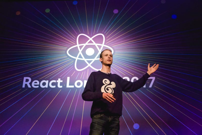Max Stoiber on stage (React London 2017 - Flickr)